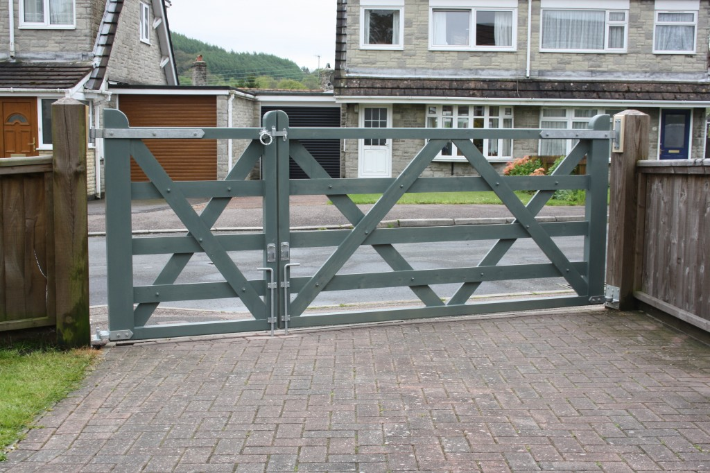 Garden Design Grey Fence