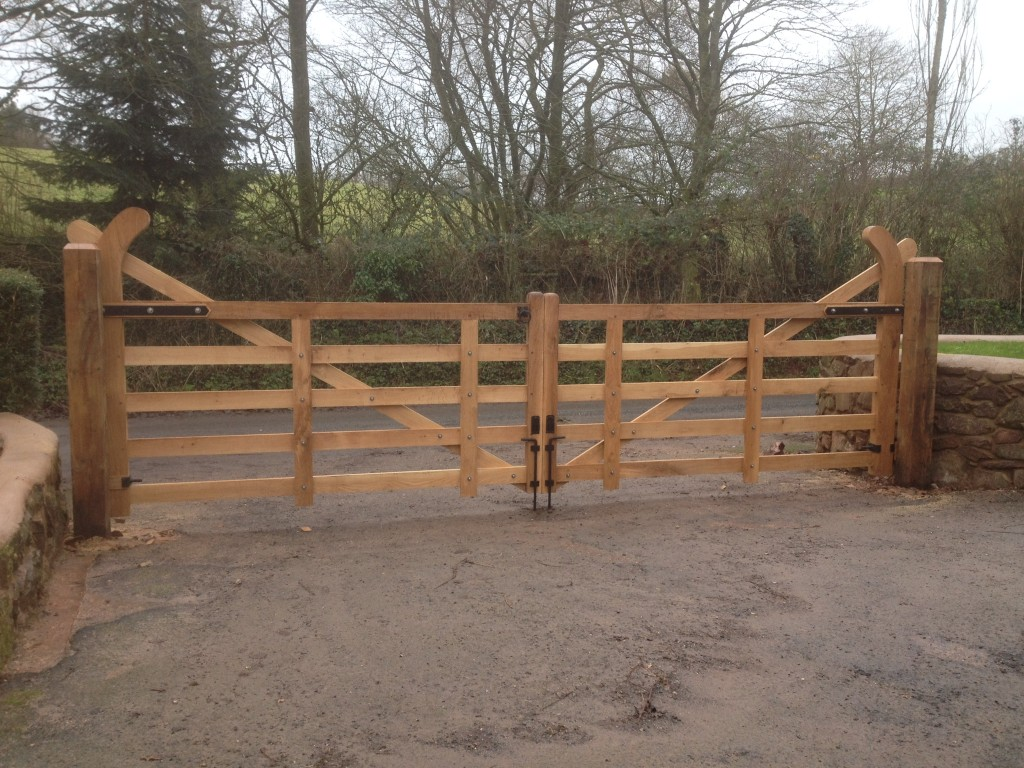 Oak hockey stick gates