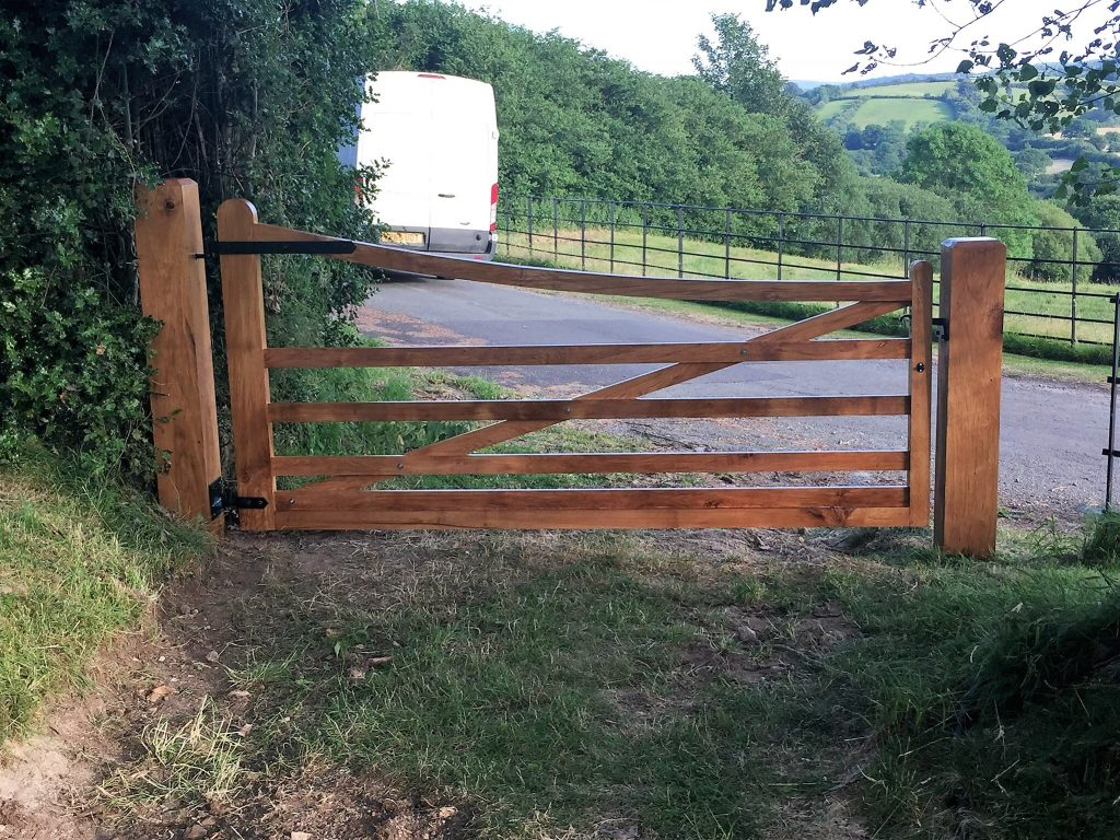 Single curved oak gate