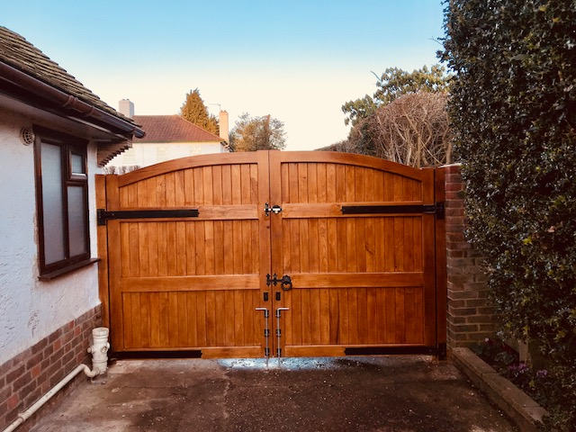 Chestnut curved top gates